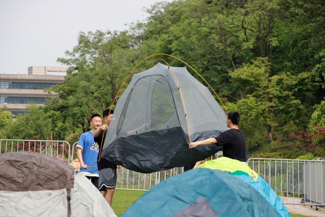 华东:2050学生自愿者召集人的小作文